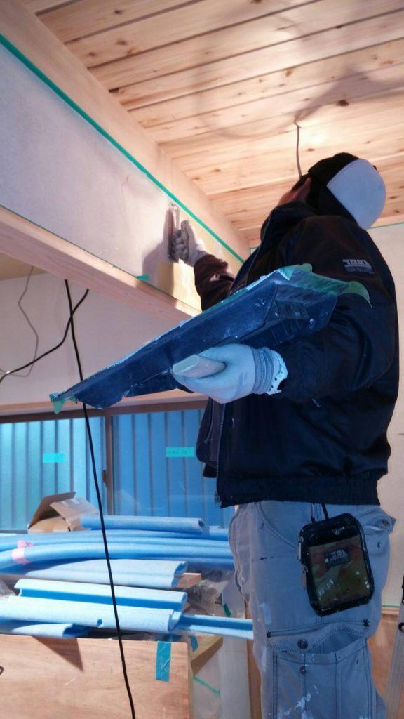 左官工事漆喰(しっくい)下地塗り