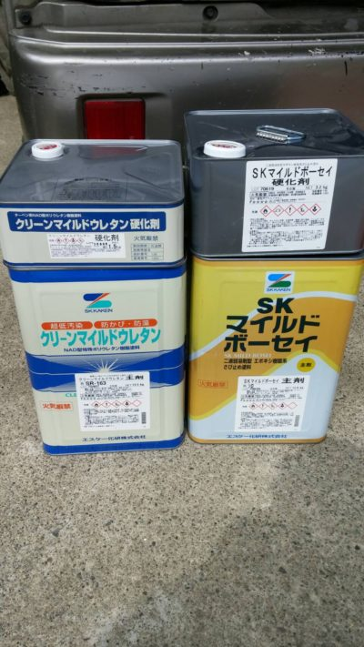 藤沢市K様邸で屋根に使う塗料の写真