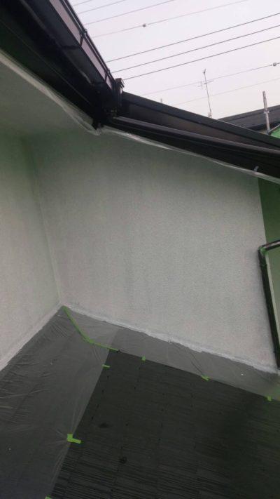 藤沢市K様邸で外壁を塗っている写真