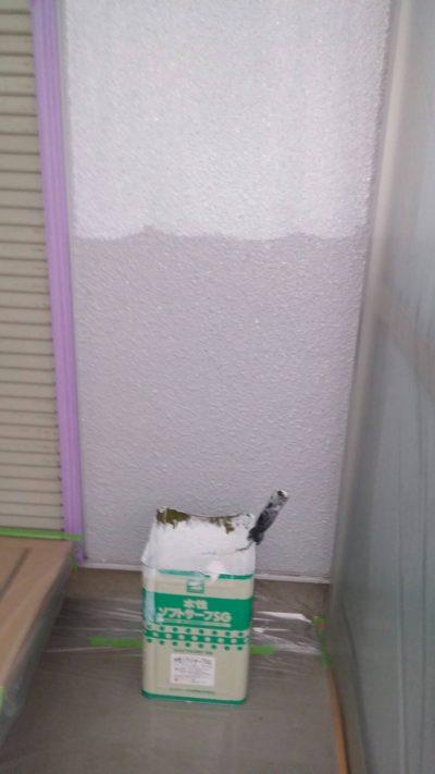 藤沢市K様邸でサンルームの外壁を塗っている途中の写真