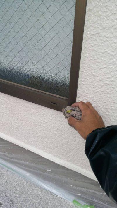 藤沢市K様邸でシャッターを塗り終わった窓枠の写真