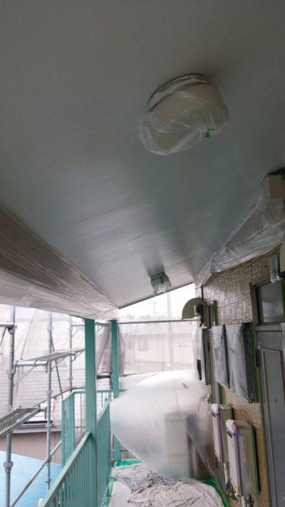 藤沢市メゾンタイプ軒天井を塗り替えた後の写真