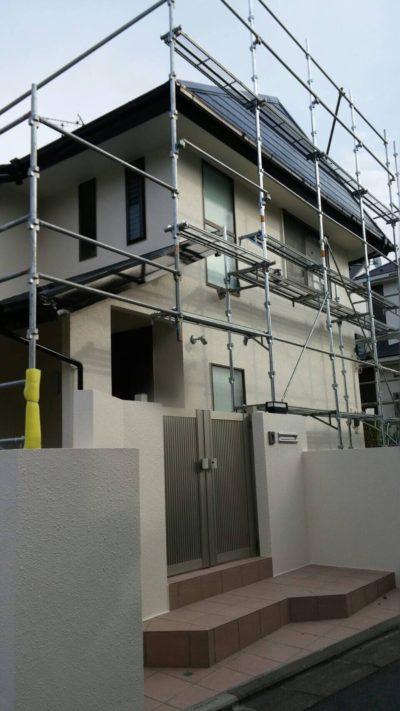 藤沢市K様邸で屋根の仕上げ塗装を塗り終わった外観の写真